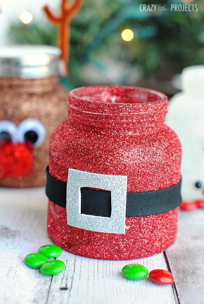 Weihnachtsmann Einmachglas mit rotem Glitzer ausmalen, schwarzes Band und graues Viereck für Gürtel aufkleben