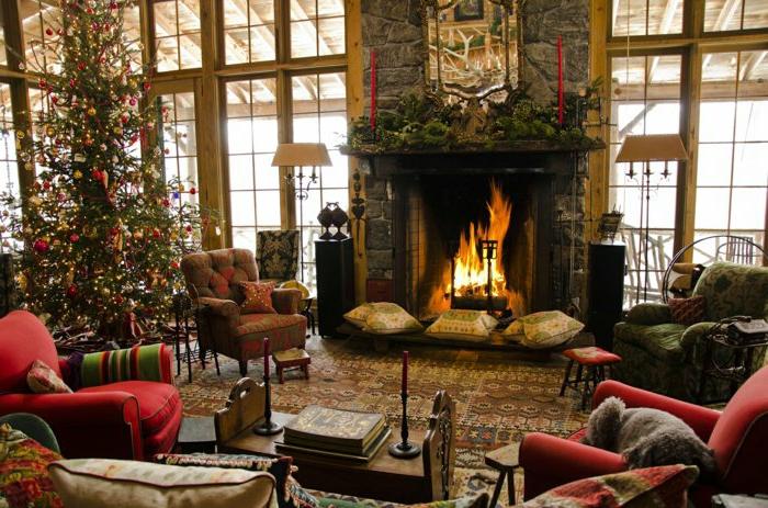 weihnachtsbaum-schmücken-gemütlich-wohnzimmer