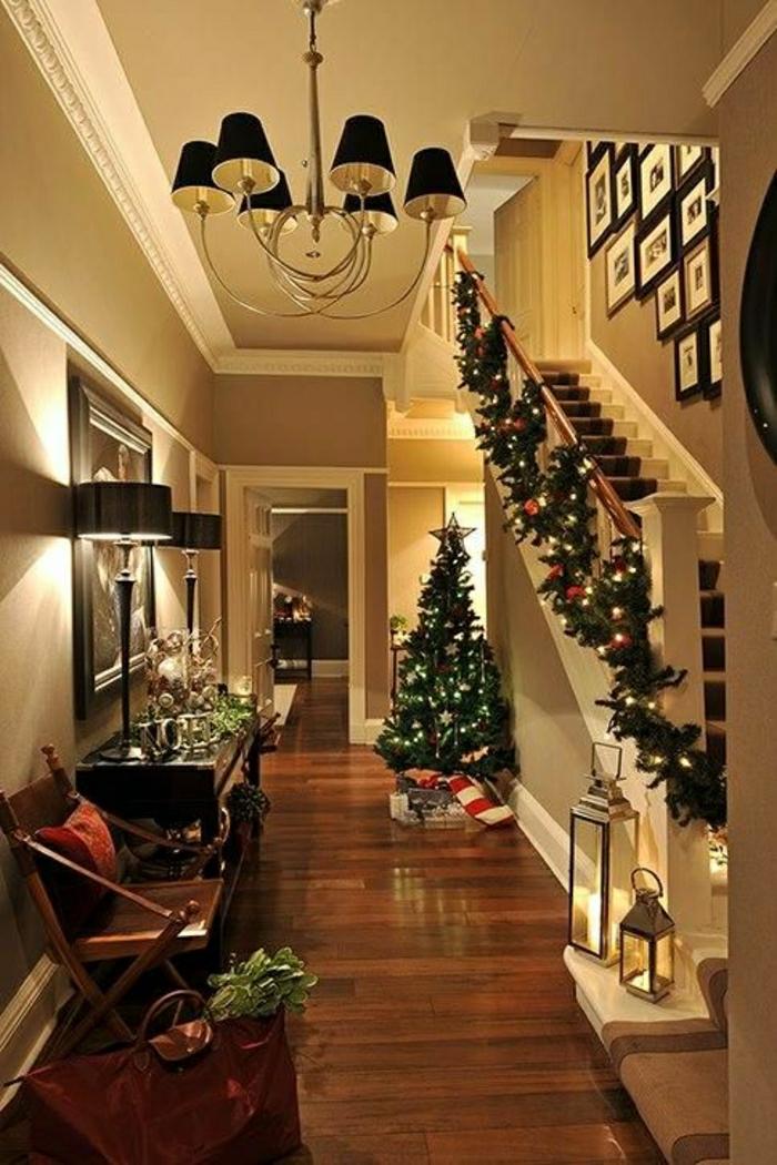 weihnachtsbaum-schmücken-im-halle