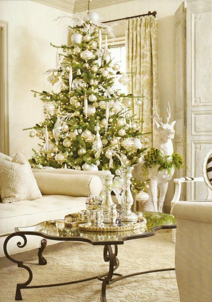 weihnachtsbaum-schmücken-klassisch-und-luxuriös