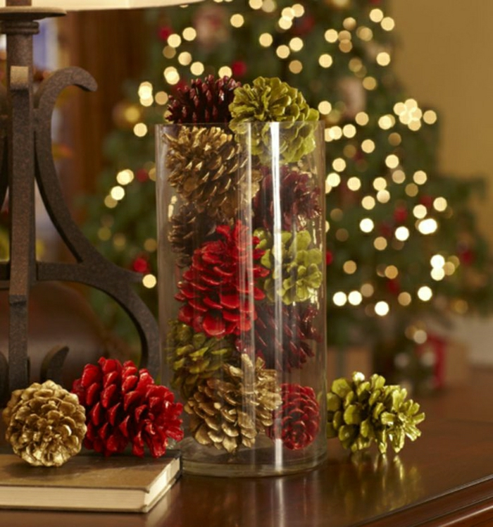 weihnachtsbaum-schmücken-mit-zapfen