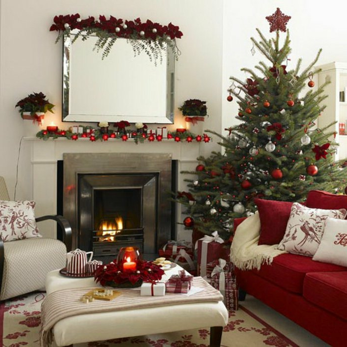 weihnachtsbaum-schmücken-rote-deko-und-sofa