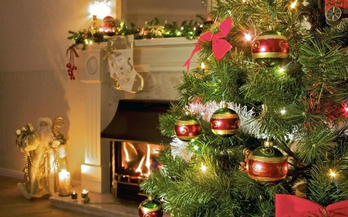 weihnachtsbaum-schmücken-tannenbaum-kugel