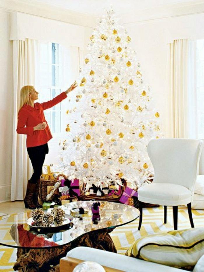 weihnachtsbaum-schmücken-weiss-gold-deko
