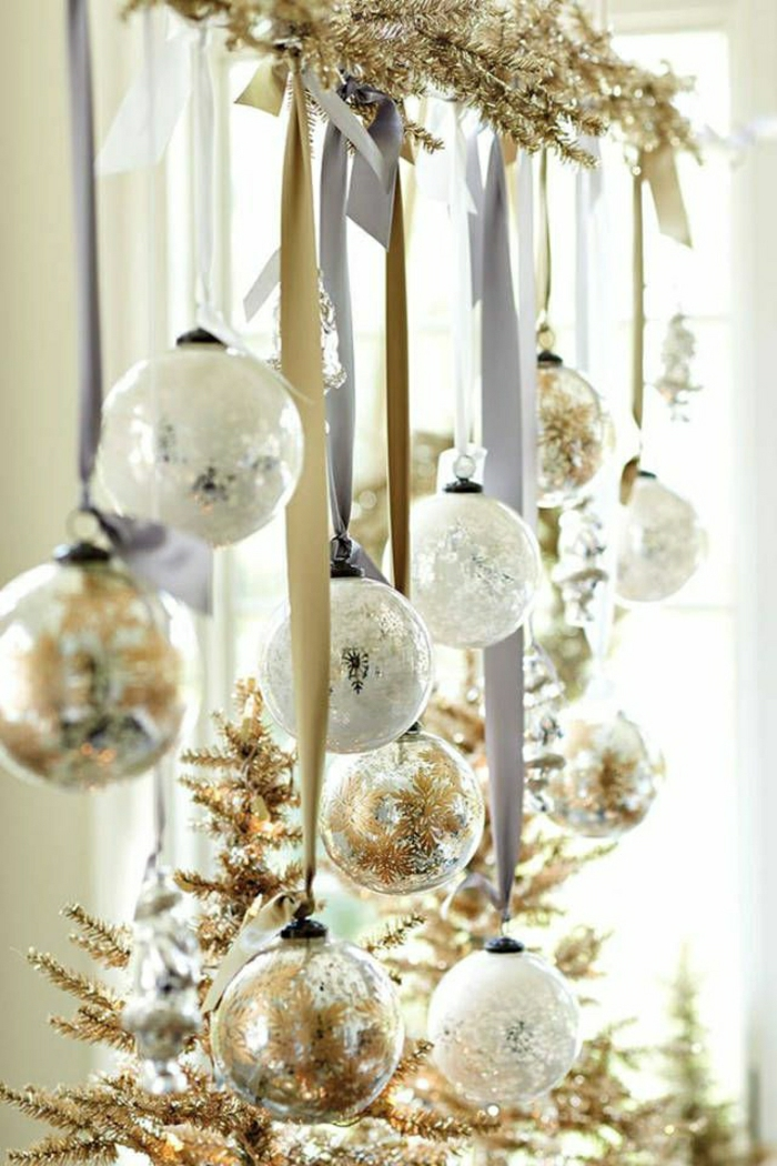weihnachtsbaum-schmücken-weiss-gold