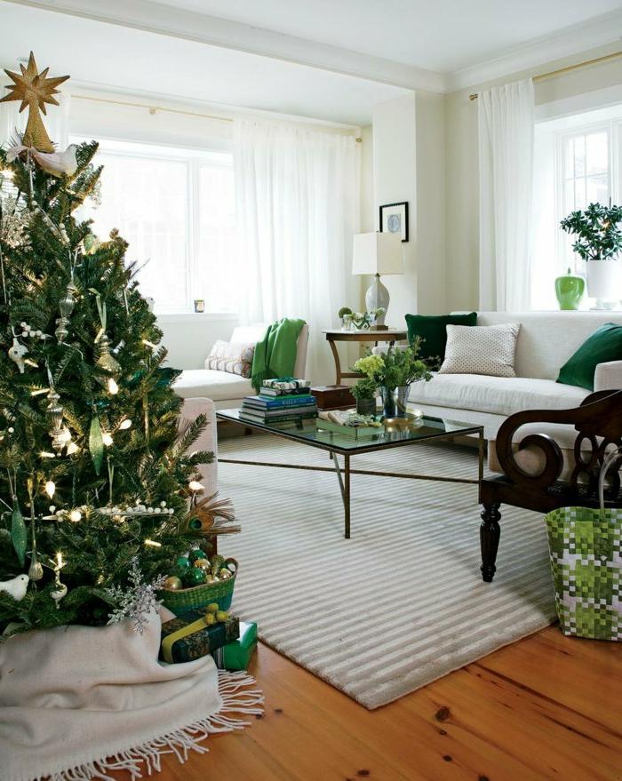 weihnachtsbaum-schmücken-weiss-grün-und-stern