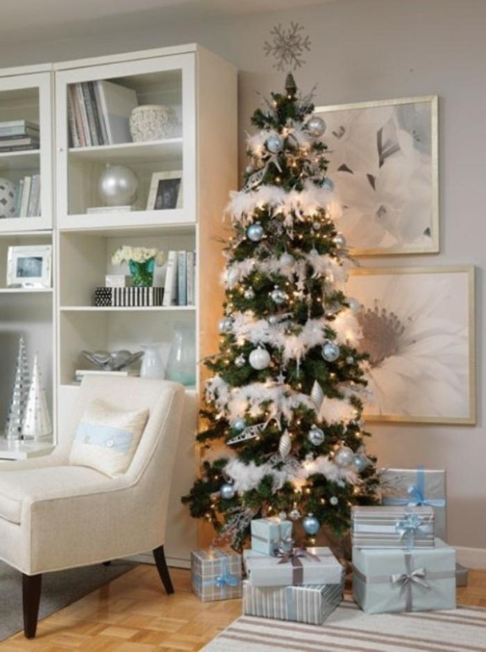 weihnachtsbaum-schmücken-weiss-hell-blau