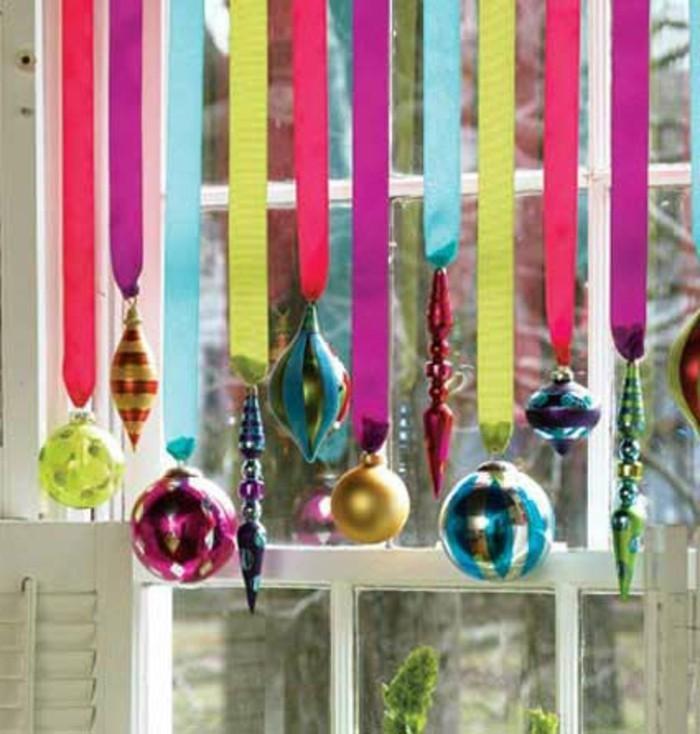 weihnachtsdeko-basteln-fenster-einfach-gemachte-hängende-kugeln