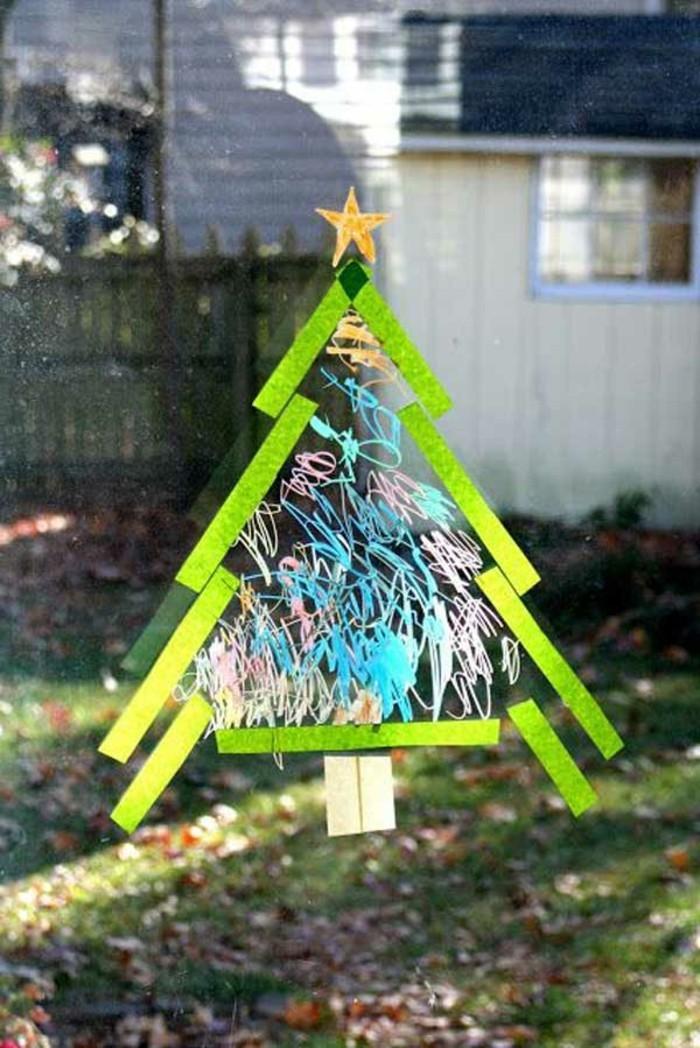 weihnachtsdeko-fenster-interessanter-grüner-tannenbaum