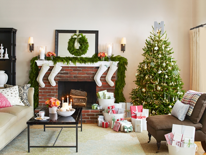 weihnachtsdeko-mit-naturmaterialien-adventskranz-und-tannenbaum