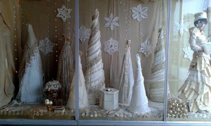 weihnachtsfensterdeko-kreative-kleine-weiße-tannenbäume