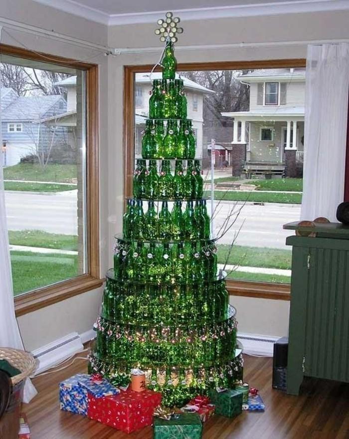 weihnachtsgeschenke-selber-basteln-großer-tannenbaum-aus-flaschen