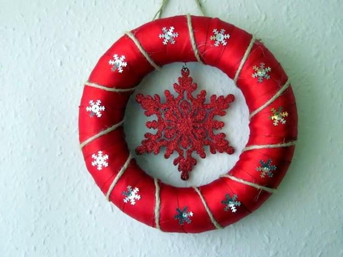 weihnachtsgeschenke-selber-basteln-kranz-mit-einem-roten-stern