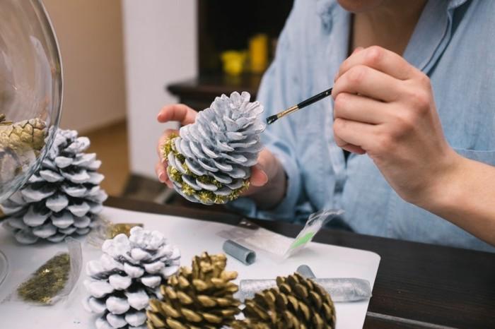 weihnachtsgeschenke-selber-basteln-schöne-zapfen-bemalen