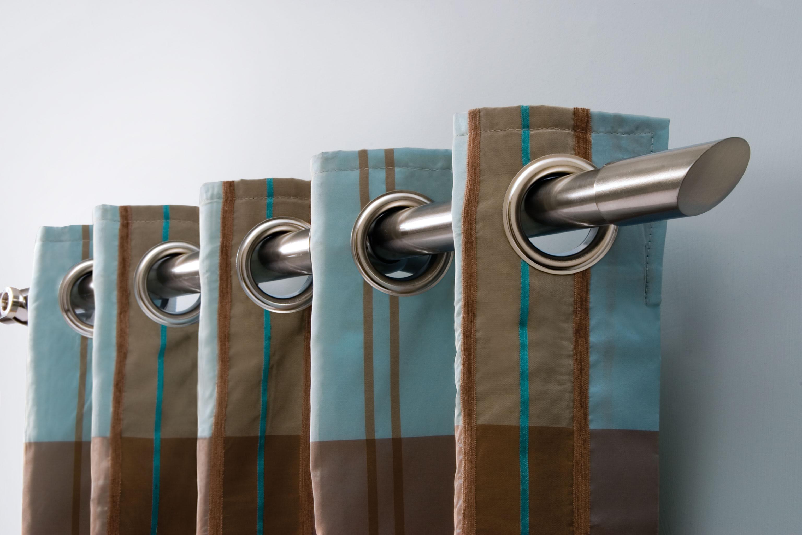 wunderschöne-Kombination-von-stilvollen-Gardinen-und-schlichten-Gardinenschienen