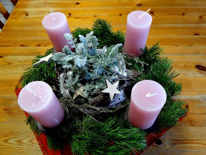 wunderschöne-adventskränze-rosige-kerzen