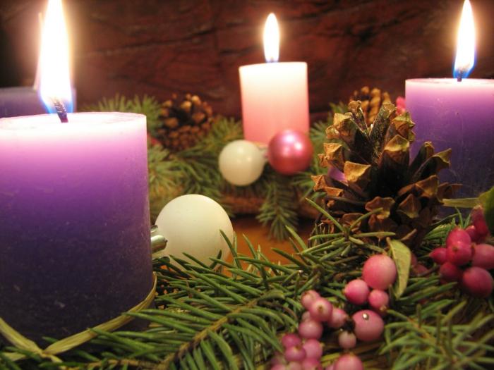 wundervolle-adventskränze-coole-weihnachtsdeko