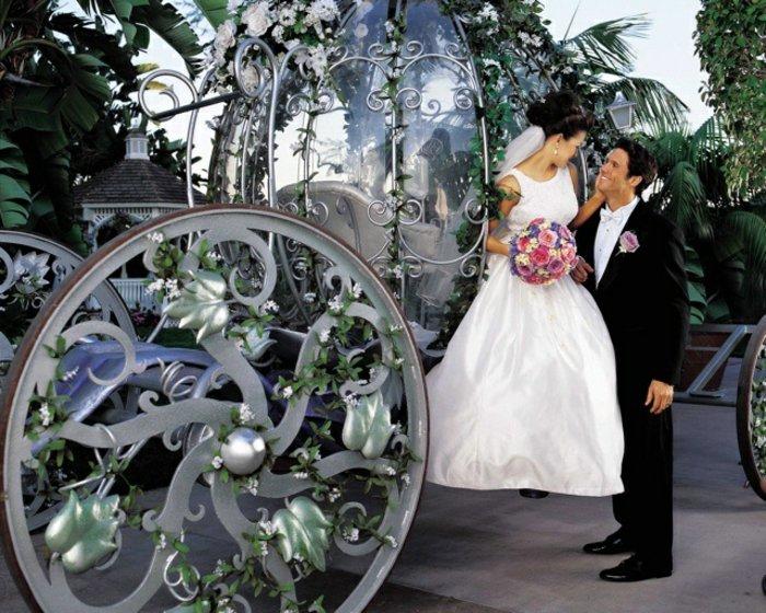 1-Hochzeit-romantische-Idee-märchenhafte-Kalesche-inspiriert-vom-Aschenputtel-Märchen