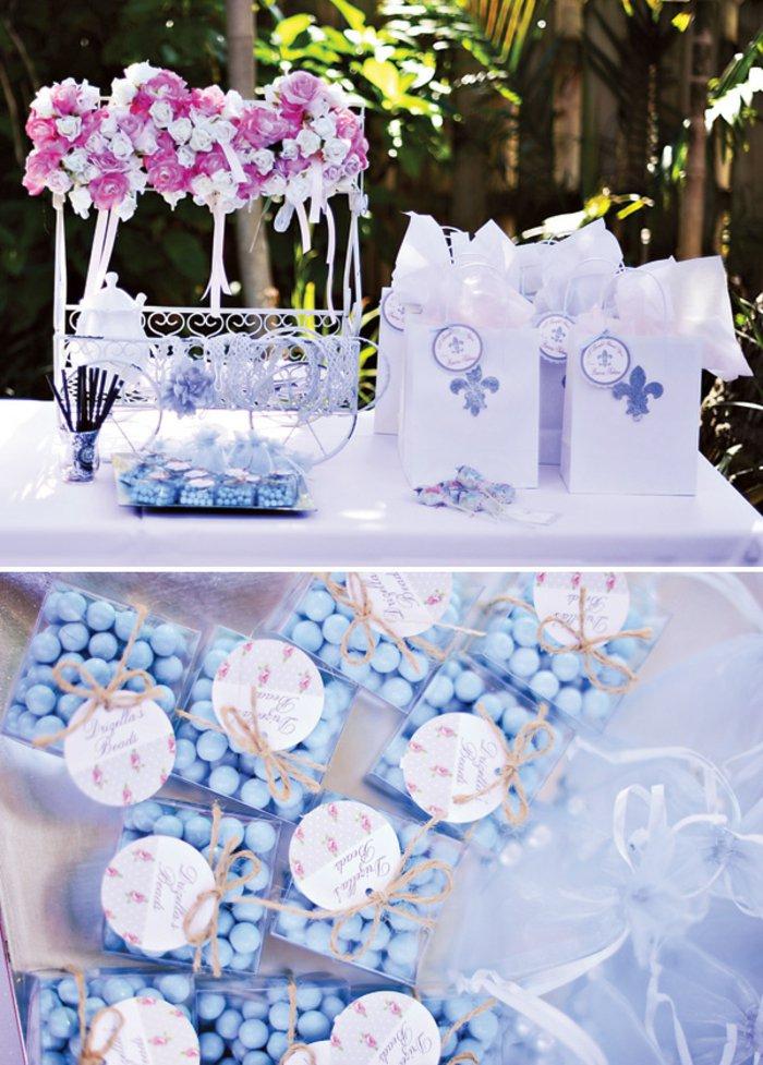 10-Hochzeitsdeko-in-lila-Nuancen-inspiriert-vom-Aschenputtel-Märchen