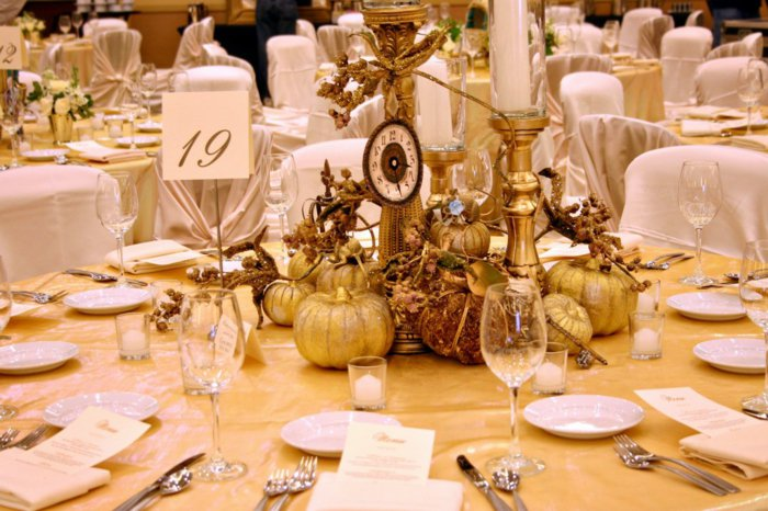3-schöne-Tischdekoration-aus-Kürbissen-inspiriert-vom-Aschenputtel-Märchen