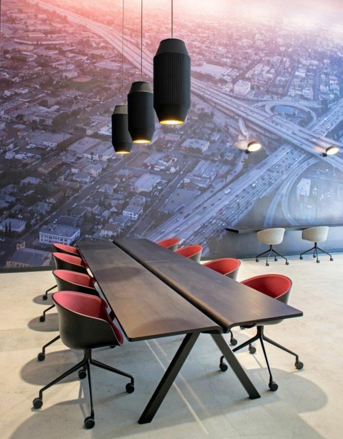 Büromöbel-konferenztisch-holz-wandgestaltung