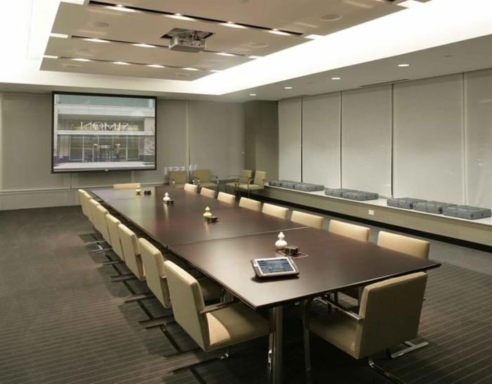 Büromöbel-konferenztisch-und-deckenbeleuchtung