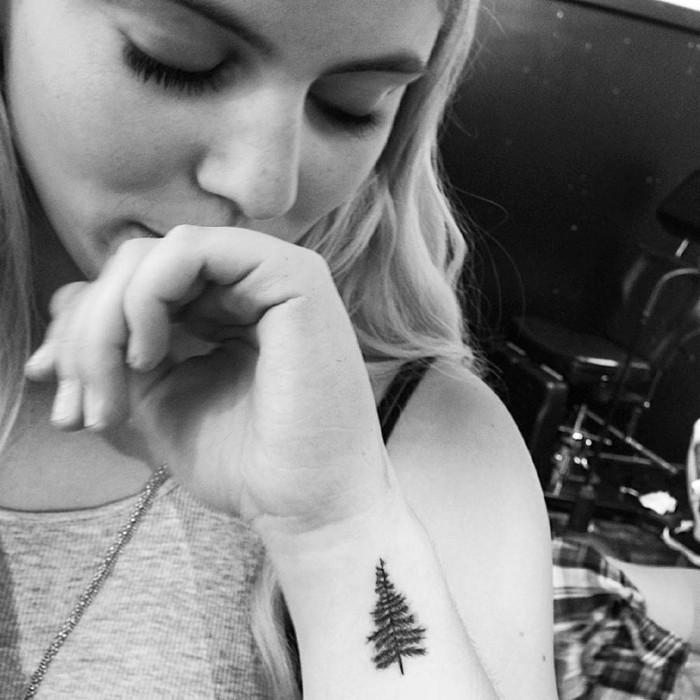 Baum-Tattoo-kleines-Tattoo-Tannenbaum