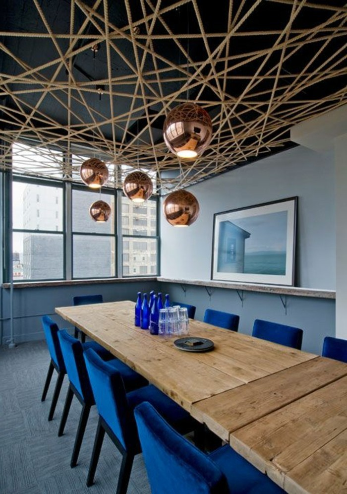 Besprechung stisch-blaue-stühle