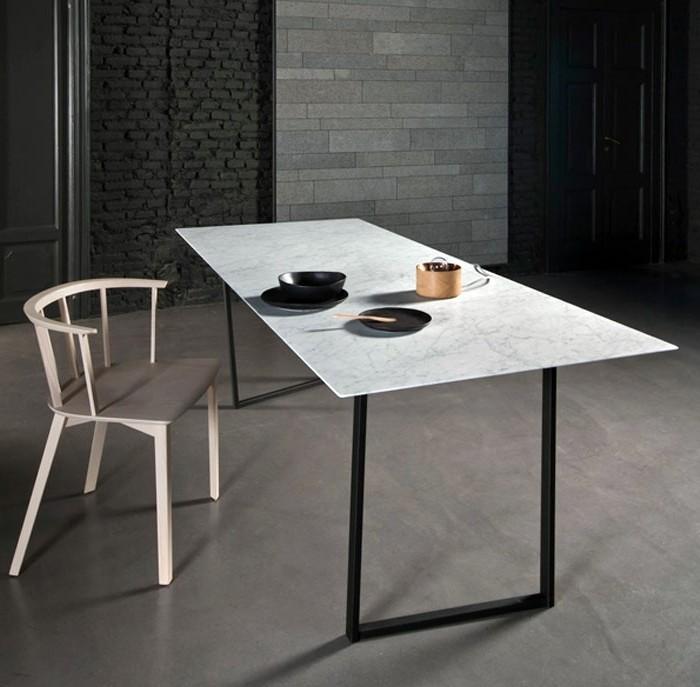 Besprechung stisch-marmor-schlicht-holz-stuhl