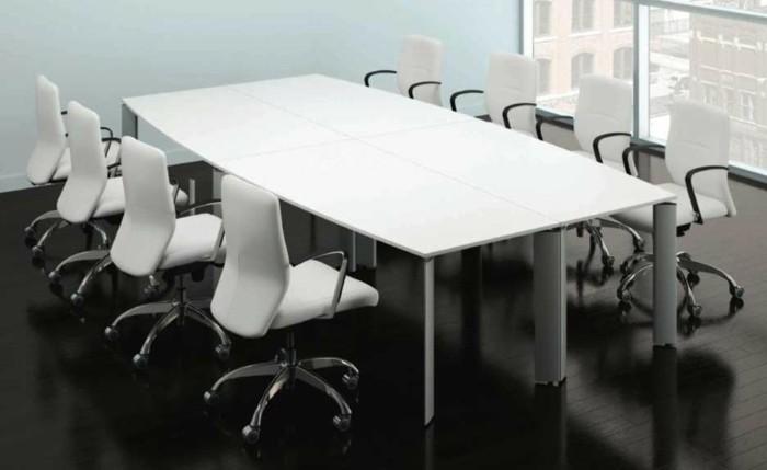 Besprechung stisch-weiß-und-weiße-stühle