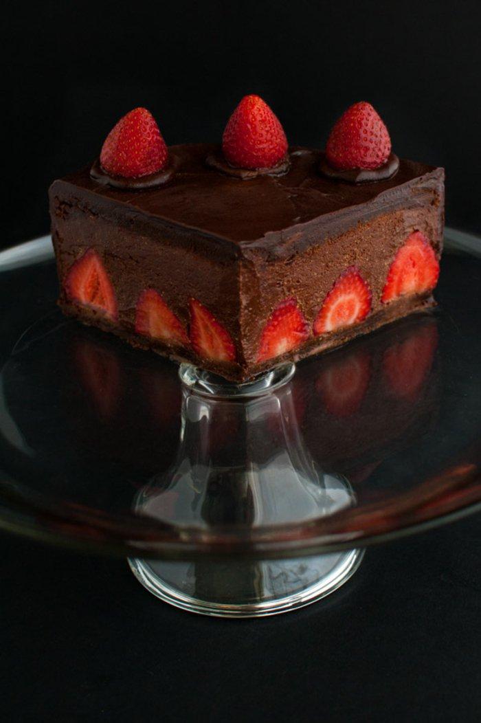 Bester-Schokoladen kuchen-mit-erdbeeren