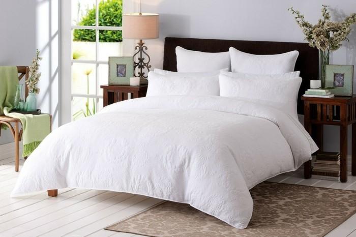 Bettwäsche-weiß-landhausstil-schlafzimmer