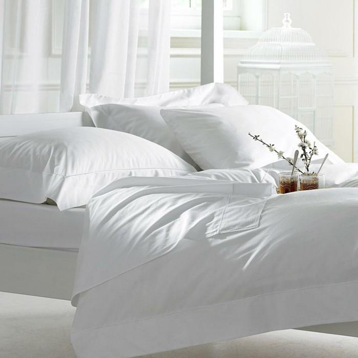 Bettwäsche-weiß-schlafzimmer-gestaltungsideen