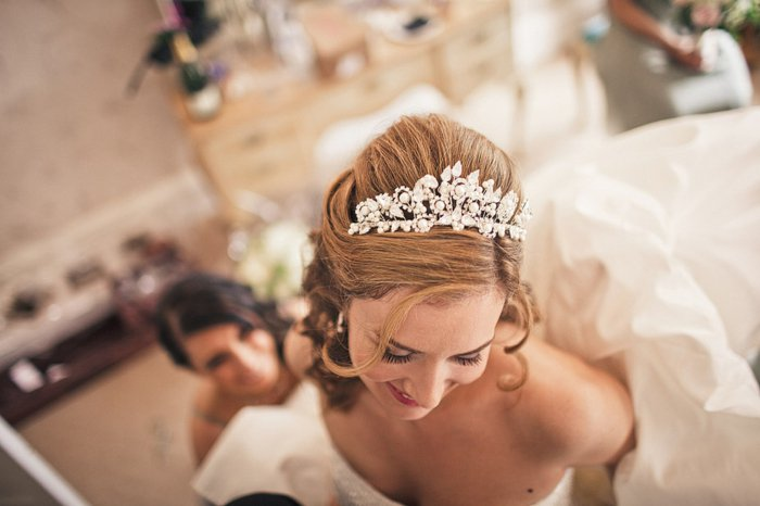 Braut-stilisiert-als-Dornröschen-romantisch-herrlich