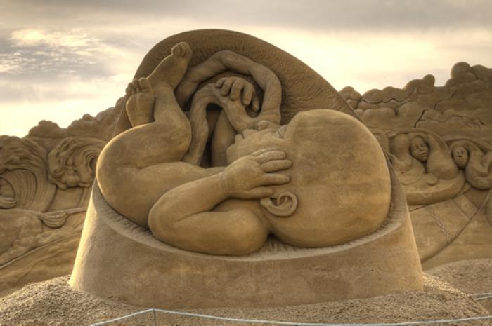 moderne-Skulpturen-nicht-geborenes-Baby