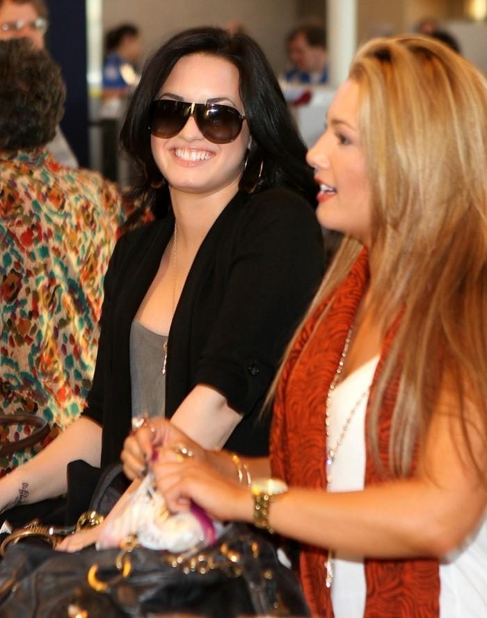 Demi-Lovato-mit-Tattoo-am-Handgelenk