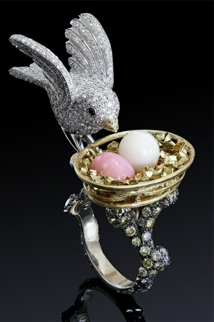 Designer-Ringe-Modell-mit-viele-Steinen-Nest-Eier-Vogel