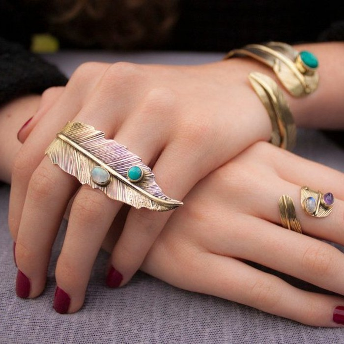 Designer-Ringe-außergewöhnliche-Ringe-mit-Edelsteinen-Federn-Dekoration-Boho-Stil