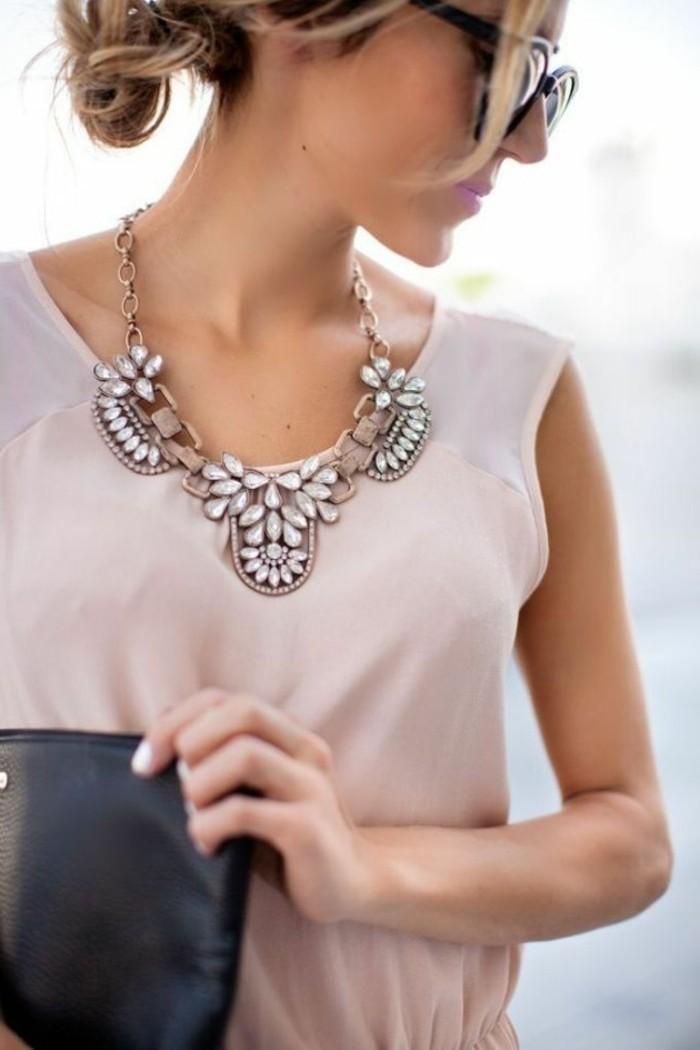 Designerschmuck-Accessoire-fürs-Hals-Kette-mit-Steinen
