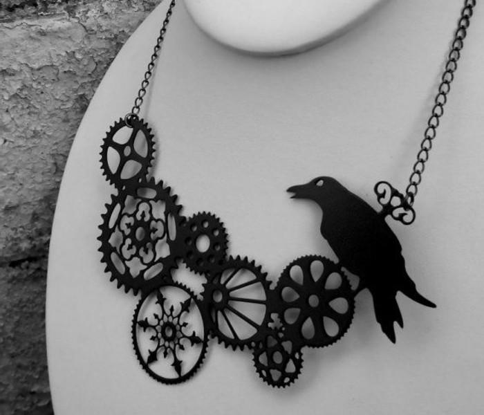 Designerschmuck-Steampunk-Kette-mit-Rabe-schwarz