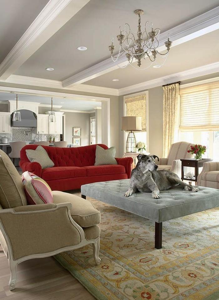 Einrichtung-in-Pastellfarben-feine-Möbel-rote-Couch