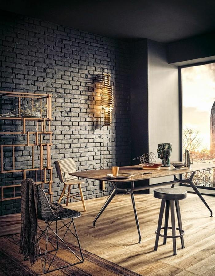 Esszimmer-mit-Art-Interieur-und-Holzparkett
