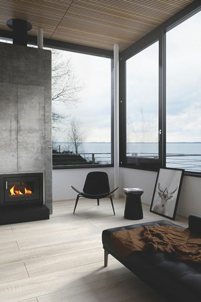 Ferienhaus-schöner-Ausblick-Kamin-Wandfarbe-grau