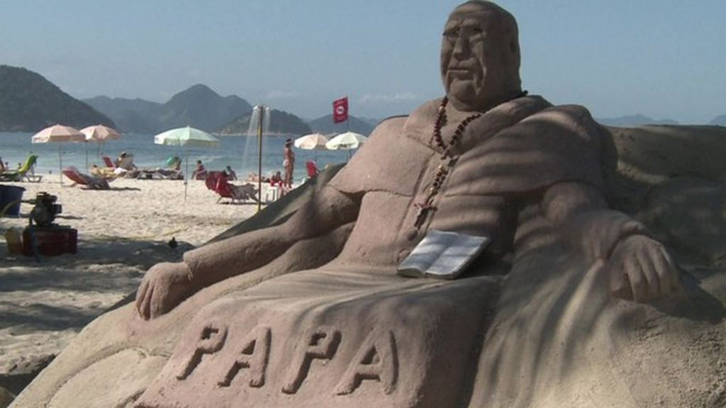 Figur-von-dem-Papst-gemacht-aus-Sand