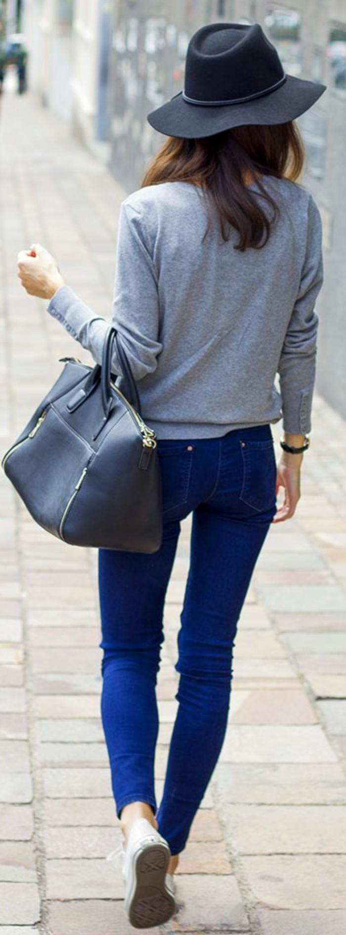 Filzhut-und-blaue-jeans-damen-mode