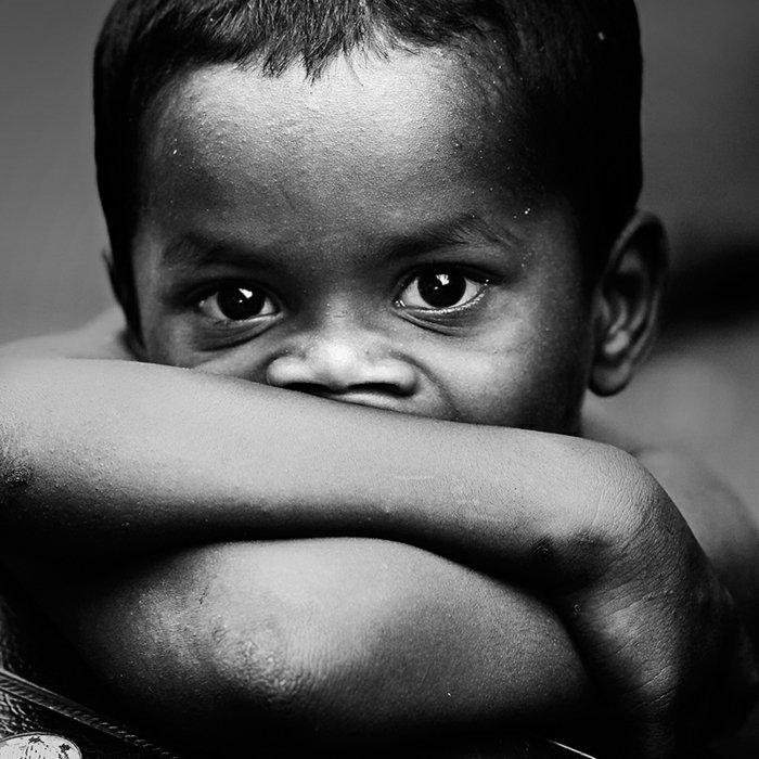 Fine-Art-Fotografie-trauriger-kleiner-Junge