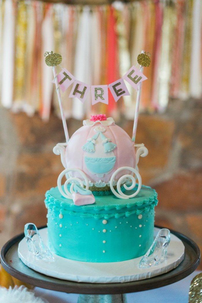 Geburtstagsparty-für-kleine-Prinzessin-mit-Aschenputtel-Motiven