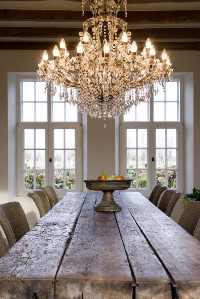 Interieur-in-Landhausstil-großartiger-Kristallleuchter