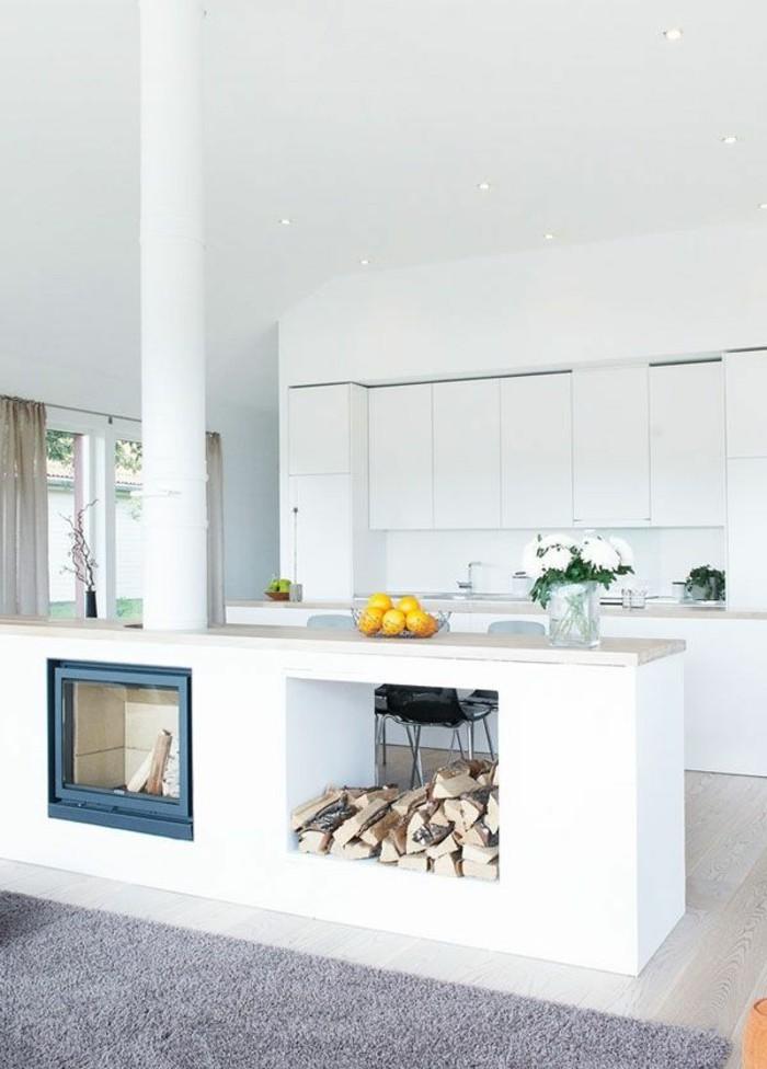 Kamin-freistehend-weiße-küche