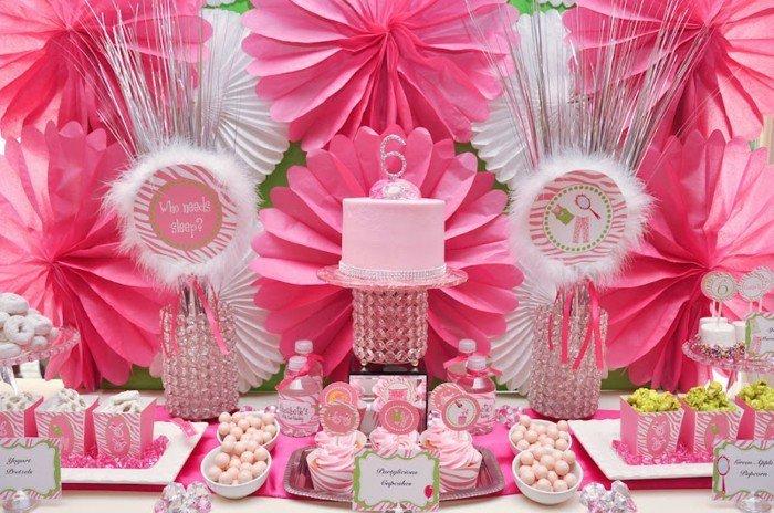 Kinder-Geburtstagsdekoration-in-Aurora-Stil